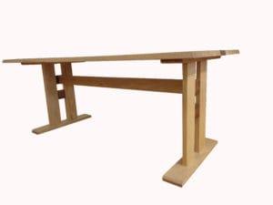 柿渋塗装のダイングテーブル下からのアングル