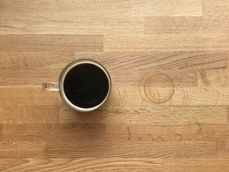テーブルについた輪染み
