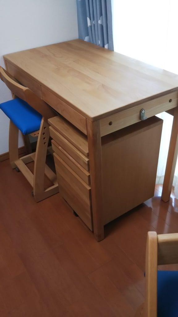 無着色タイプアルダー無垢材学習机、固定ワゴン、椅子のセット