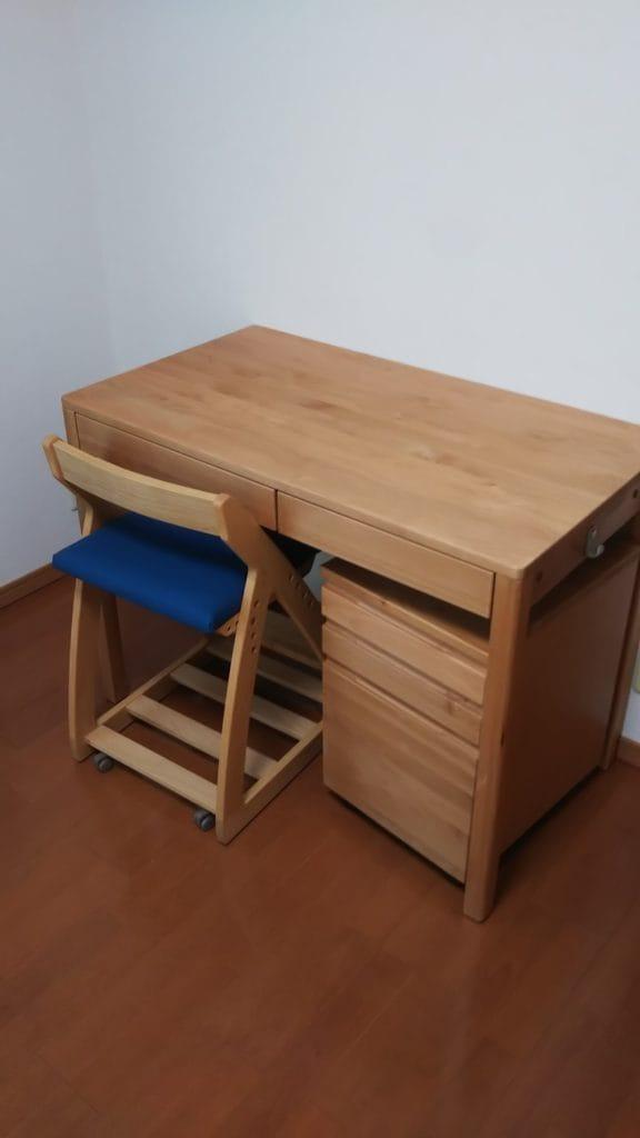 着色アルダー無垢材学習机とワゴン椅子のセット
