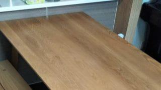 ホワイトオークダイングテーブルとベンチ上からのアングル