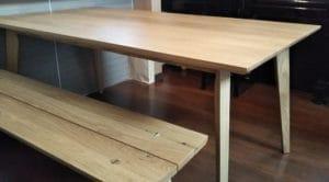 ホワイトオークダイングテーブルとベンチ横からのアングル
