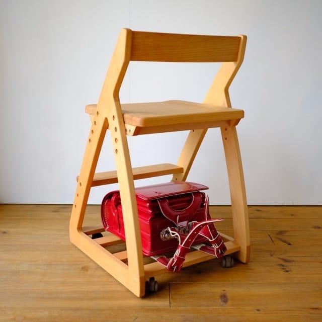 学習椅子に荷物が置ける