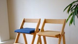 遠目からの学習椅子2脚