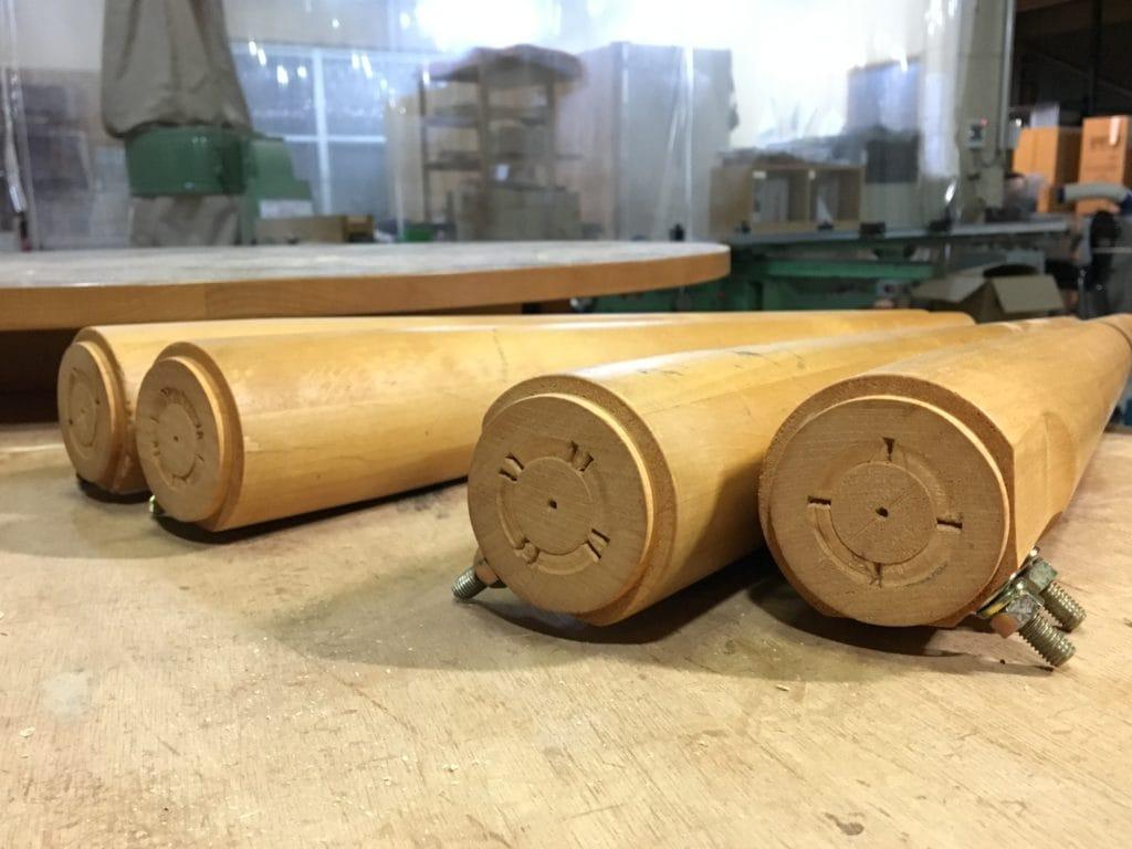 アルダー無垢円形テーブル修理前脚部