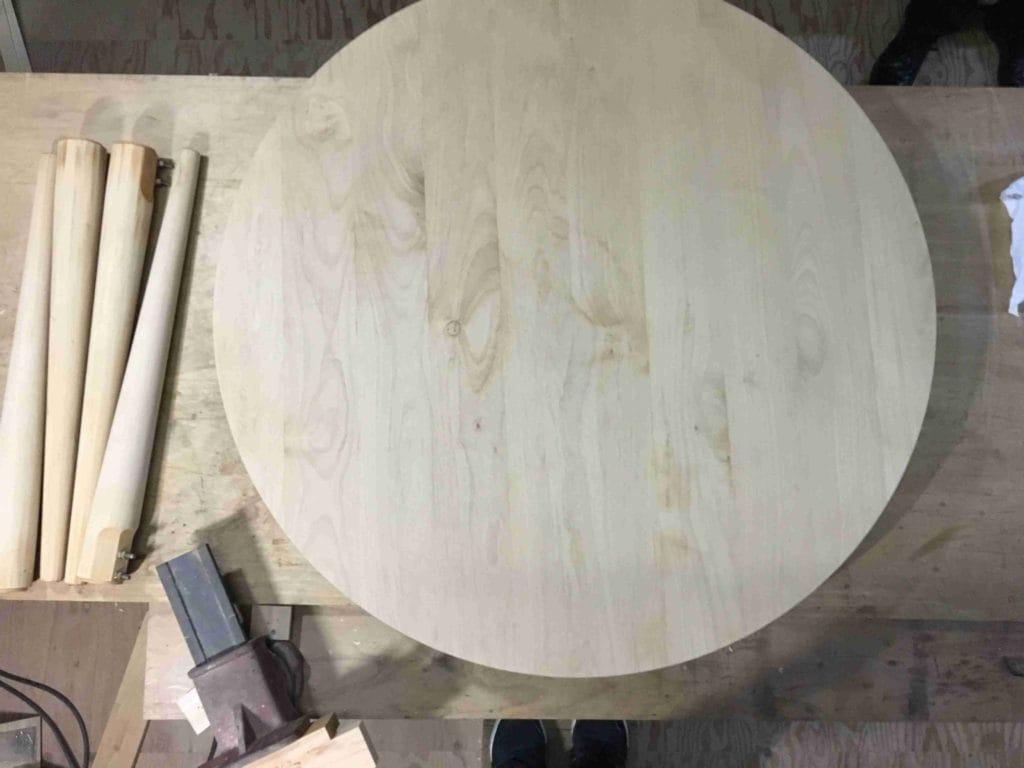 研磨後のテーブル天板と脚